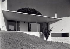 Somewhere I would like to live: House of the week Casa Ugalde / José Antonio Cordech. Mediterranean Architecture, Mediterranean Homes, Modern Architecture, Residential Architecture, Minimalism Living, Barcelona, Property Development, Terrace Garden, Mid Century House