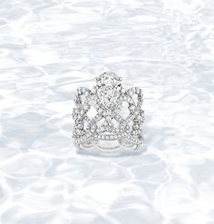 Dancing water : a torrent of High Jewellery rushes from its source with lightning speed to form swirls of pear-shaped diamonds... Lumières d'Eau ring in platinum, diamonds and a pear-shaped diamond.