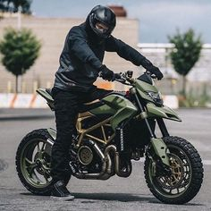 Army ducati why not! Moto Ducati, Ducati Scrambler, Scrambler Motorcycle, Moto Bike, Custom Motorcycles, Custom Bikes, Cars And Motorcycles, Motorcycle Design, Motorcycle Outfit