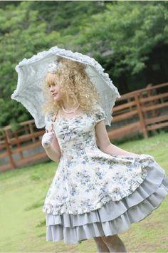 Broken Crayons: Lolita Fashion