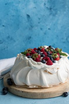 The best pavlova recipe ever! A light and fluffy marshmallow centre with a crispy outer shell! This is a gorgeous summertime dessert that will absolutely wow your guests. If you've tried making pavlova before and have failed never fear! My simple tips and Summer Desserts, Just Desserts, Delicious Desserts, Dessert Recipes, Elegant Desserts, Beautiful Desserts, Australian Desserts, Pavlova Recipe, Good Food