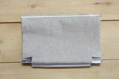 Easy Zippered Cosmetics Bag Pattern + DIY Tutorial in Pictures. Косметичка с выкройкой. МК.