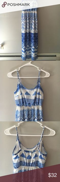 Blue and white maxi dress Blue and white maxi dress with adjustable straps. This dress can be worn with wedges for a night out or even flip flops right after the beach! Worn only once. Old Navy Dresses Maxi