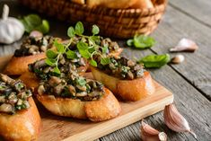 This wild mushroom bruschetta recipe is perfect for Sundays. There is nothing better than a nice bruschetta breakfast on a sunny day in the yard. This is a traditional Italian recipe with an … Mushroom Broth, Mushroom Toast, Grilled Bread, How To Cook Mushrooms, Mushrooms Recipes, Stuffed Mushrooms, Stuffed Peppers, Ciabatta, Italian Recipes