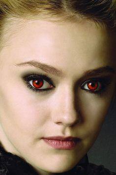Dakota Fanning- Such am amazing actress in the Twilight Saga! Twilight Saga New Moon, Film Twilight, Vampire Twilight, Twilight Breaking Dawn, Dakota Fanning, Nikki Reed, Kristen Stewart, Twilight Pictures, Ange Demon