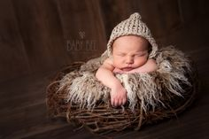 Baby Bee Photography has been offering high end photography services in the Edmonton area for over 8 years. Specializing in Custom Newborn, Baby, Cakesmash Maternity and Family Photography. Newborn Photography, Family Photography, Family Memories, Photography Services, Newborns, Bee, Maternity, Crochet Hats, Knitting Hats