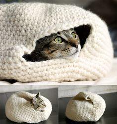 Cama-guarida de ganchillo para gatos