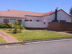 Visit Gumtree South Africa, your local online classifieds with thousands of live listings! Buy & sell cars, property, electronics, or find a job near you. Outside Toilet, Garage Parking, Gumtree South Africa, Buy And Sell Cars, Wendy House, Walk Out, Flats For Sale, Property For Sale, Swimming Pools