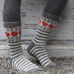 Ravelry: Longing for Gotland pattern by Pia Kammeborn Fair Isle Knitting, Knitting Socks, Hand Knitting, Knitting Patterns, Crochet Patterns, Calf Socks, Sock Yarn, Red And Grey, Knitting Projects