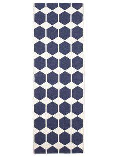 Das skandinavische Design des Brita Sweden Kunststoff Läufers Anna ist perfekt für Küche, Flur und sogar den Außenbereich, wie z.B. die Terasse geeignet