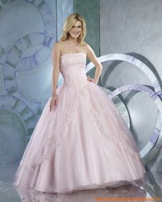 Pink wedding dresses fit a lot of themes and seasons. The first amazing theme where you can opt for a pink wedding dress is a spring wedding. This fabulous season allows you to wear a pink dress be… Elegant Prom Dresses, Pink Wedding Dresses, Beautiful Prom Dresses, Princess Wedding Dresses, Cheap Wedding Dress, Weeding Dresses, Pretty Dresses, Wedding Gowns, Bridal Dresses Online