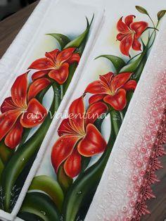 Kit toalha de rosto/lavabo pintada a mao