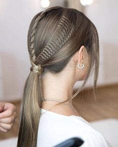 Hairdressing Advice That Will Keep Your Hair Looking Great. Are you affected by constant bad hair days? Do you feel as if you have tried everything possible to get manageable hair? Do not stress about your hair, rea Bad Hair, Hair Day, Crimped Hair, Kelly Osbourne, Brittle Hair, Demi Moore, Shiny Hair, Christina Aguilera, Mariah Carey