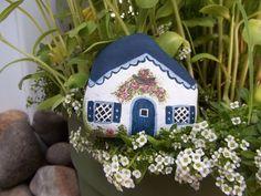 Mini White Rock Cottage #180