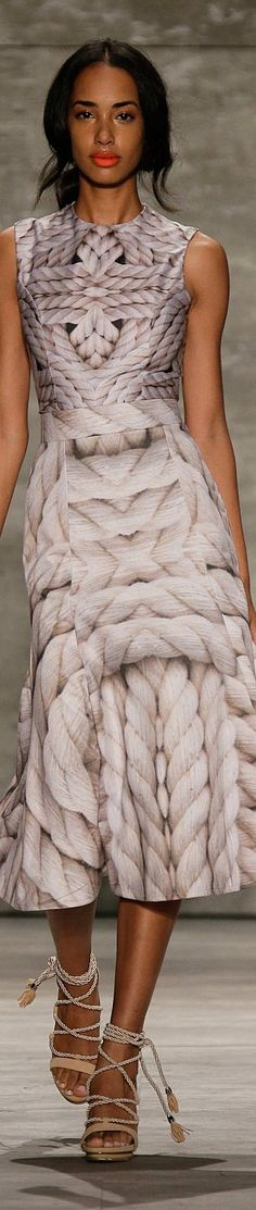 Luis Antonio Collection Spring 2015 Ready to wear Runway Fashion, High Fashion, Fashion Show, Fashion Design, Couture Details, Beautiful Gowns, Beautiful Women, Look Chic, Trends