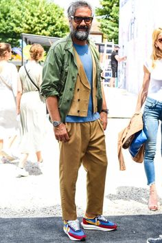 What are 23 ways to broaden your dressing variations?-Page 2 - Looks - Men Smart Casual Men, Business Casual Men, Work Casual, Fashion For Men Over 60, Linen Suits For Men, Khaki Pants Outfit, Mode Style, Mens Fashion, Sperrys Men