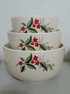 Universal Cambridge     Woodvine Design Bowls