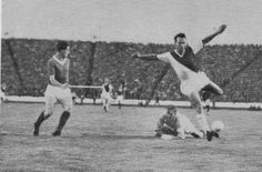 Rangers 3 Monaco 2 (6-4 agg) in Sept 1961 at Ibrox. Rangers keeper Bill Ritchie makes a good save in the European Cup Prelim Round, 2nd Leg.