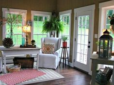 Search pictures of sunroom layouts and decoration. Discover ideas for your 4 seasons room enhancement, consisting of inspiration for sunroom decorating and also formats. Sunroom Office, Small Sunroom, Four Seasons Room, Three Season Room, Sunroom Decorating, Sunroom Ideas, Porch Ideas, Patio Ideas, Sunroom Addition