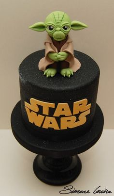 Star Wars cake topped with hand modelled Yoda, (using the fab Cake Dutchess tuto. Star Wars cake topped with hand modelled Yoda, (using the fab Cake Dutchess tutorial, but with my o Star Wars Torte, Bolo Star Wars, Star Wars Cake Toppers, Cake Dutchess, Fab Cakes, Cute Cakes, Yoda Cake, Aniversario Star Wars, Star Wars Birthday Cake