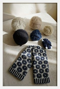 Lovely stranded mitts in white, black and dark blue I think. Estonian Blogger.