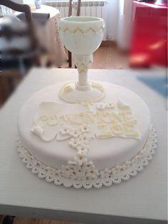 Torta pasta di zucchero , farcita con crema chantilly e ganache al cioccolato bianco