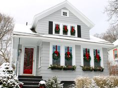 this exterior. And I'm pretty sure my grey house can recreate this look, too.)Love this exterior. And I'm pretty sure my grey house can recreate this look, too. Winter Christmas, Christmas Home, Christmas Window Boxes, Christmas Wreath On Windows, Exterior Christmas Lights, Elegant Christmas, Christmas Vacation, Christmas Movies, Wreaths In Windows