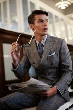 Men's style / plaid suit, check shirt, patterned tie, a very nice look