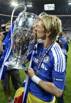 Fernando Torres: Liverpool portrayed me as a 'traitor' when I joined Chelsea Chelsea Fc, Football Chelsea, Chelsea Blue, Spanish Football Players, Football Soccer, College Basketball, John Terry, Soccer Skills, Soccer Stars