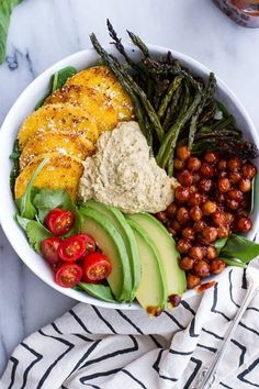 Vegetarian Recipes 17 Delicious Vegetarian Dinners You Can Make with a Tube of Polenta: Spicy BBQ C… Easy Vegetarian Dinner, Vegetarian Recipes Easy, Healthy Recipes, Vegan Polenta Recipes, Vegan Soup, Healthy Meals, Healthy Cooking, Healthy Eating, Cooking Food