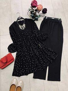 Islamic Fashion, Muslim Fashion, Dress Tops, The Dress, Stylish Dresses For Girls, Girls Dresses, Hijab Fashionista, Western Dresses, Chiffon Tops