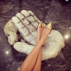 #GiovannaBattaglia Giovanna Battaglia: Chicest footrest #GiosJournal @wmag December issue