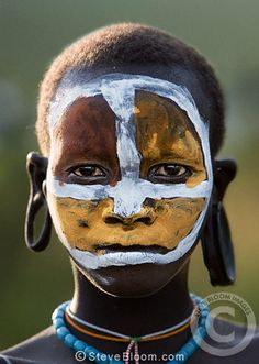Suri girl with clay painted face