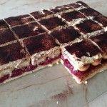 Meggyes mascarpone-s sütemény | mókuslekvár.hu Tiramisu, Waffles, Breakfast, Food, Mascarpone, Morning Coffee, Eten, Tiramisu Cake, Waffle