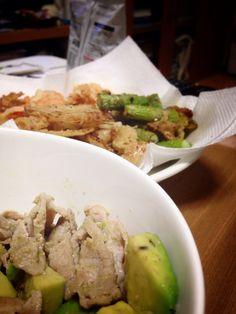 豚肉とアボカドのにんにく炒め! にんじん、玉ねぎ、アスパラの天ぷら!