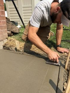 3 Day Project : Transforming Our Side Yard - Room for Tuesday - Walmart - Side Yard Landscaping, Backyard Walkway, Gravel Landscaping, Backyard Patio Designs, Backyard Projects, Backyard Ideas, Patio Ideas, Landscaping Ideas, Backyard Seating