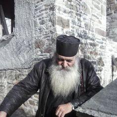 «Η Ελλάδα θα σωθεί, αλλά όχι από πολιτικούς»