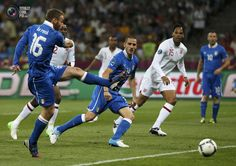 Italy's De Rossi shoots the ball during their Euro 2012 quarter-final soccer match against England at the Olympic Stadium in Kiev. TONY GENTILE/REUTERS