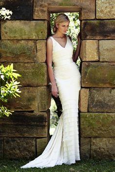 Νυφικά που αγκαλιάζουν το σώμα/ Slim Wedding Dresses http://www.jenny.gr/slim-wedding-dresses/