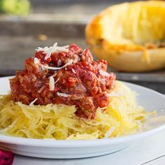 Spaghetti Squash with Meat Sauce is delicious and a healthier version of original pasta and meat sauce. Spaghetti squash by alone with butter and herbs or with meat sauce is phenominal either way. Advocare Recipes, Diet Recipes, Cooking Recipes, Healthy Recipes, Cooking Videos, Cooking Time, Spaghetti Squash Pasta, Spaghetti Recipes, Spicy Spaghetti