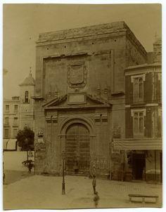 Fachada lateral del edificio del Contraste de la Seda en Murcia fotografia realizada desde la actual plaza de las flores Fuente: archivo RegMur Año: 1907