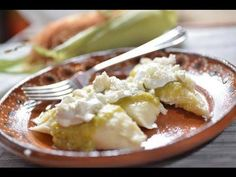 Sabrosos uchepos con crema, queso y salsa del molcajete