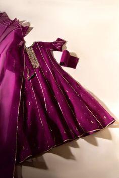 Pakistani Fashion Party Wear, Pakistani Bridal Wear, Pakistani Wedding Outfits, Indian Fashion Dresses, Pakistani Dress Design, Indian Designer Outfits, Indian Outfits, Frock Design, Fancy Dress Design