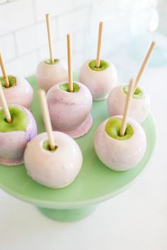 A fun spin on traditional candy apples: Marbled Candy Apples | LaurenConrad.com