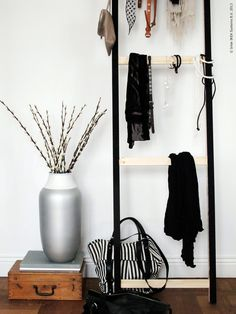 Poppytalk - The beautiful, the decayed and the handmade: DIY Idea: Accessories/Towel Ladder –Ikea Hack Ikea Storage, Storage Hacks, Office Storage, Extra Storage, Diy Wand, Retro Furniture, Diy Furniture, Furniture Movers, Furniture Dolly