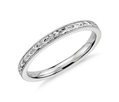 xquisitely hand-engraved, this wedding ring features an intricate motif in 14k white gold.