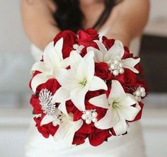 red and white wedding bouquet / http://www.deerpearlflowers.com/fall-red-wedding-ideas/