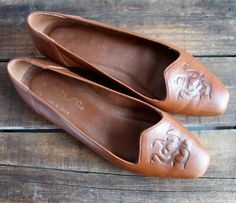 vintage 1990s flats / chestnut dragon flats / 8 B by GazeboTree, $32.00