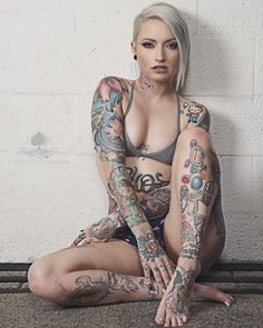 Szexi tetovált lányok pornó