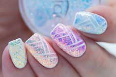 How to apply the new Pixel Effect Cinderella by Indigo Nails.In this video tutorial I am showing you how to apply Pixel Effect plus some nail art.